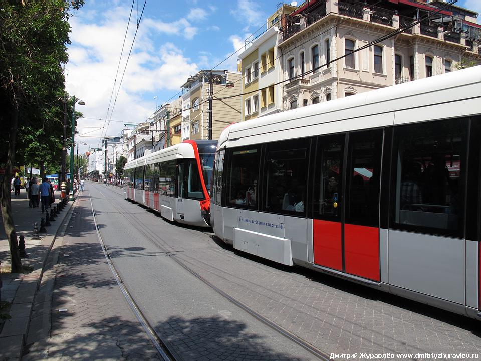 В Стамбуле классный современный трамвай.